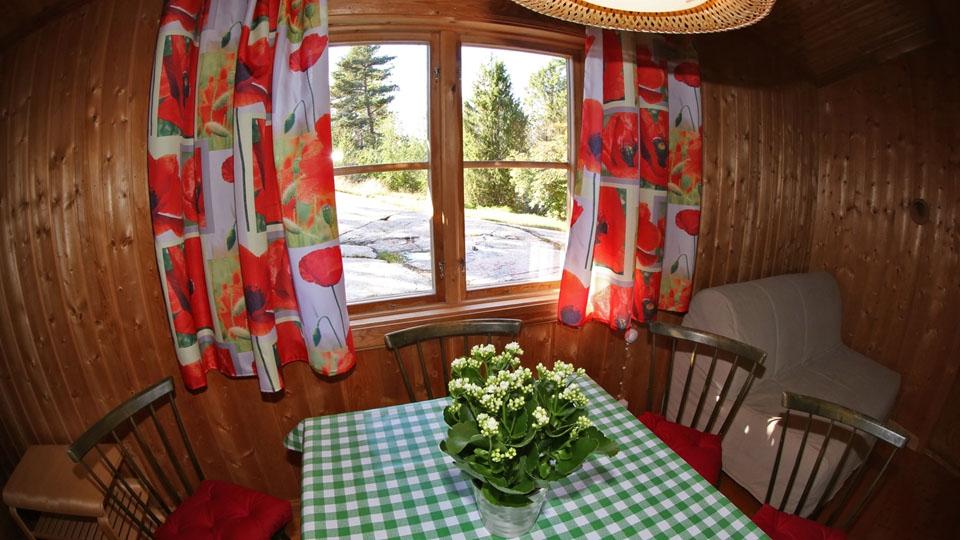 Ferienhaus-Schweden-Fotos-Tisch